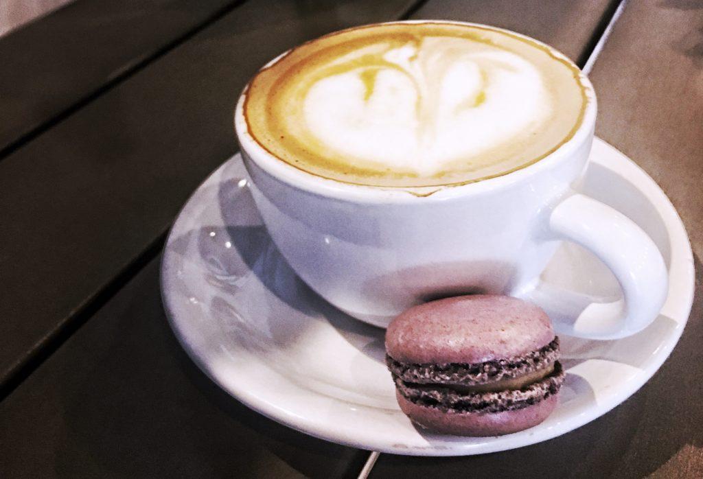 Cappucino & a vanilla macaron